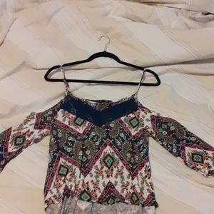 Off-the-shoulder mosaic print top with lace detail